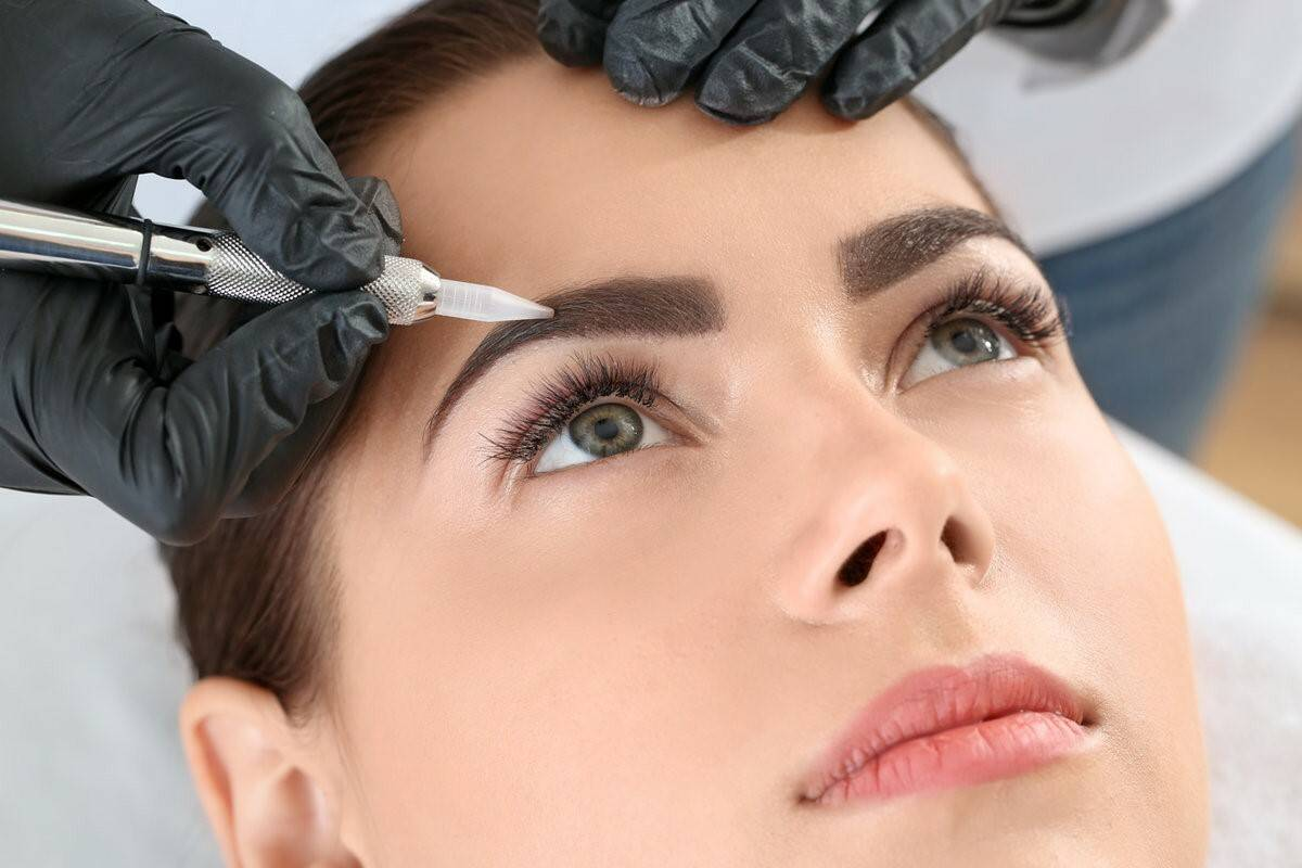 Read more about the article Как ухаживать за бровями после процедуры