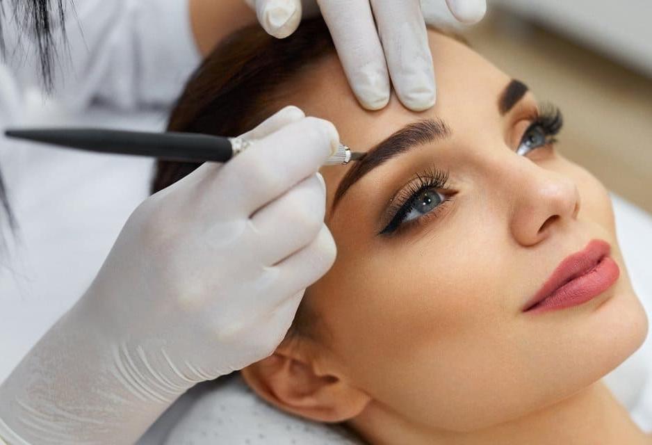 Read more about the article Перманентный макияж и татуаж. В чём разница?