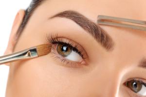 Read more about the article Уход за бровями после процедуры перманентного макияжа